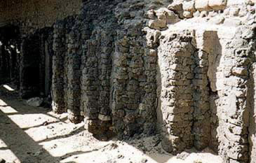 The niched walls of the superstructure of Tomb 3507