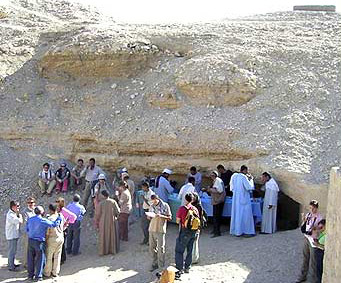 The Official Gathering at the Tomb of Petamenophis