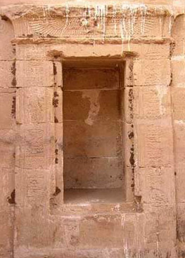 The niche in the sanctuary at al-zayyan in the Kharga Oasi - Photo copyright Alain Guilleux Une promenade en Egypte