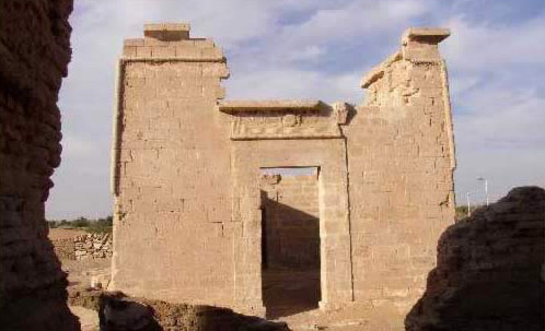 A small pylon gate within the temple of al-Zayyan