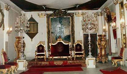 Three sofas in front of the Throne Hall