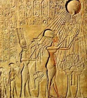 The Royal Family Worshipping the Aten sun Disk