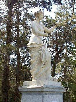 A greek era statue of Venus