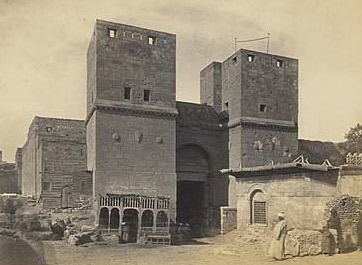 An old view of the gate when it was blocked by other structures