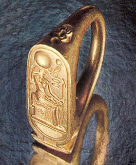 The cartouche face of this ring, from the Tomb of Tutankhamun, appears to depict Horus on his throne.