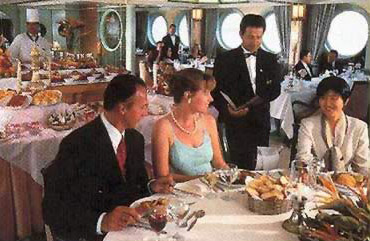 Fine Dinningl on one of the Movenpick Nile Cruise Boats
