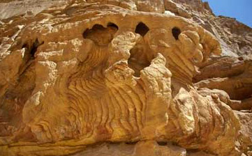More interesting rock formations in the colored canyon, this wone with water shoots