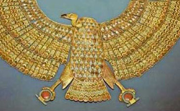 A vulture collar from the tomb of Tutankhamun holds in each of its claws, a Shen Ring