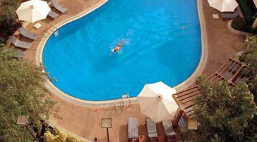 The swimming pool at the Conrad Cairo