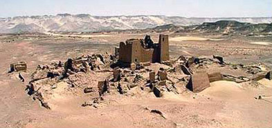 Indications of the extensive ruins around the fortress of Ain Umm Dabadib in the Kharga Oasis in Egypt