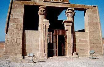 The front of the Temple of Thoth pronaos