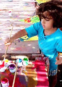 Children learning art at Fagnoon in Cairo on their own