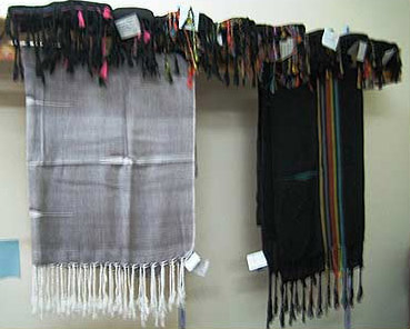 Scarves in different colors from Naqada