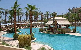 Island bar in the main pool at the Four Seasons Sharm el-Sheikh