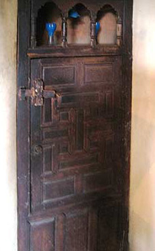 A cupboard that is really a door in the Haramlek