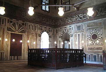 The tomb within does not contain the bodie of Sultan Hassan, as it was never found