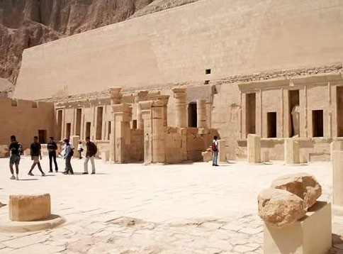 Another Look at the New Hatshepsut Court