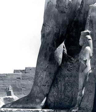 Queen Mut-Nefertari at the foot of the king