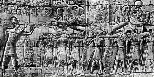 The king facing the barque of Amun
