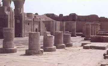 Another view of the courtyard at Kom Ombo