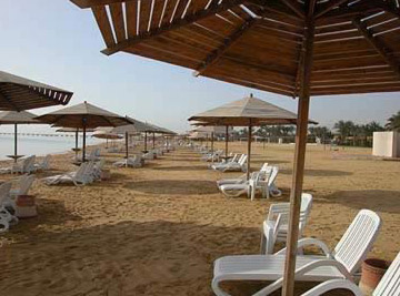 The huge beach of Stella di Mare at Ain Soukhna requires no packaged tours