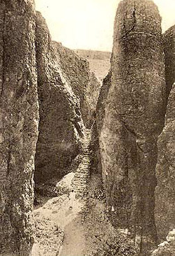 An early 20th Century photograph showing the dramatic location of Tuthmosis III's tomb.