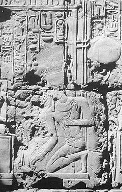 The lower scene of Amenhotep III bowing before Amun