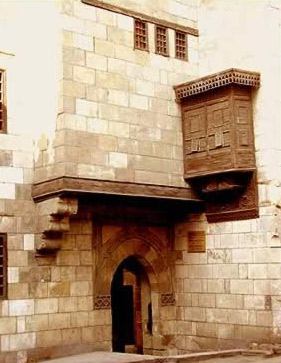 Entrance to Zeinab Khatoun showing the only Mashrabeyya on the exterior facade.