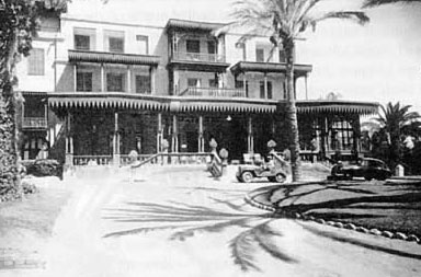 Mena house was used as a rest house for Khedive Ismail and his guest when hunting in the desert or visiting the Pyramids at Giza.