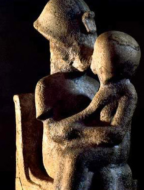 A statue of Akhenaten kissing one of his daughters (probably Meritaten).