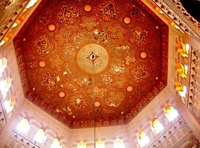 The central Shokhsheikha, or skylight is eight sided with three windows on each side