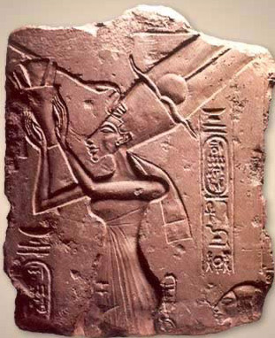 Nefertiti making offerings to the Aten