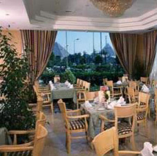 Restaurant in the Movenpick Pyramids Hotel in Cairo with a view of the Great Pyramids