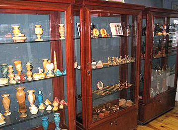 Displays of other objects for sale in the Museum
