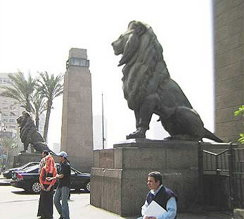 A view of the two monumental lions on one side of the bridge