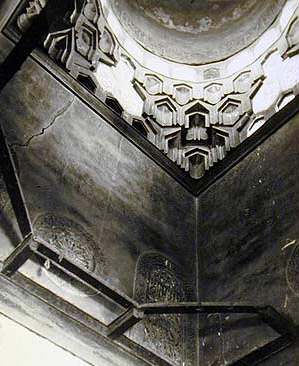 Composite Squinch in the Mausoleum of the complex