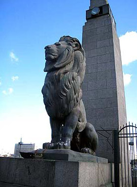 A view of the lions on the Kasr al-Nile Bridge