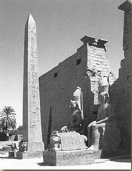 An example of  colossal statues at Egyptian temples