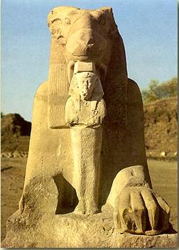 The King between the paws of a sphinx