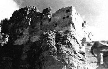 A photo made during Fakhry's visit showing the back side of the temple just on the edge of the cliff