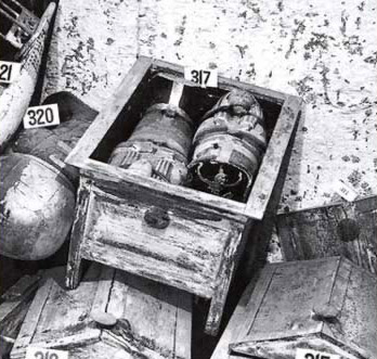 Box containing two very small coffins found in the tomb of Tutankhamun