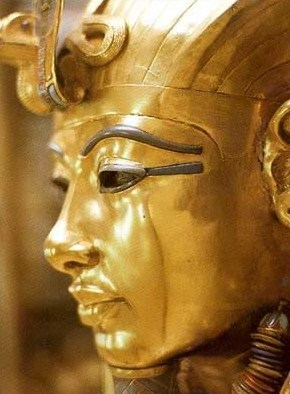 Closeup of the face of the golden inner coffin.