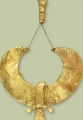 Chased gold falcon collar with small counterpoise