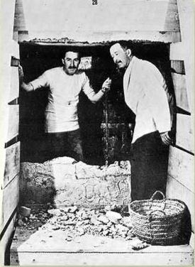 Howard Carter and Lord Carnarvon in the tomb