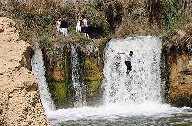 And it may be a good thing that the waterfalls at Wadi el Rayan are not too large