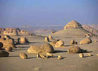 Wadi Hitan: sandstone and rock formations
