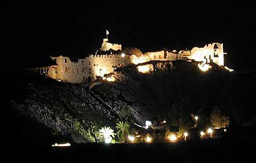 Zaman Castle at night